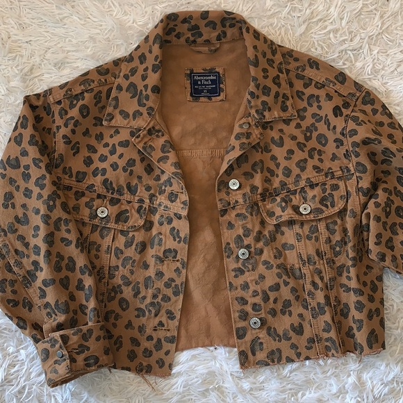 Cropped Cheetah Print Denim Jacket